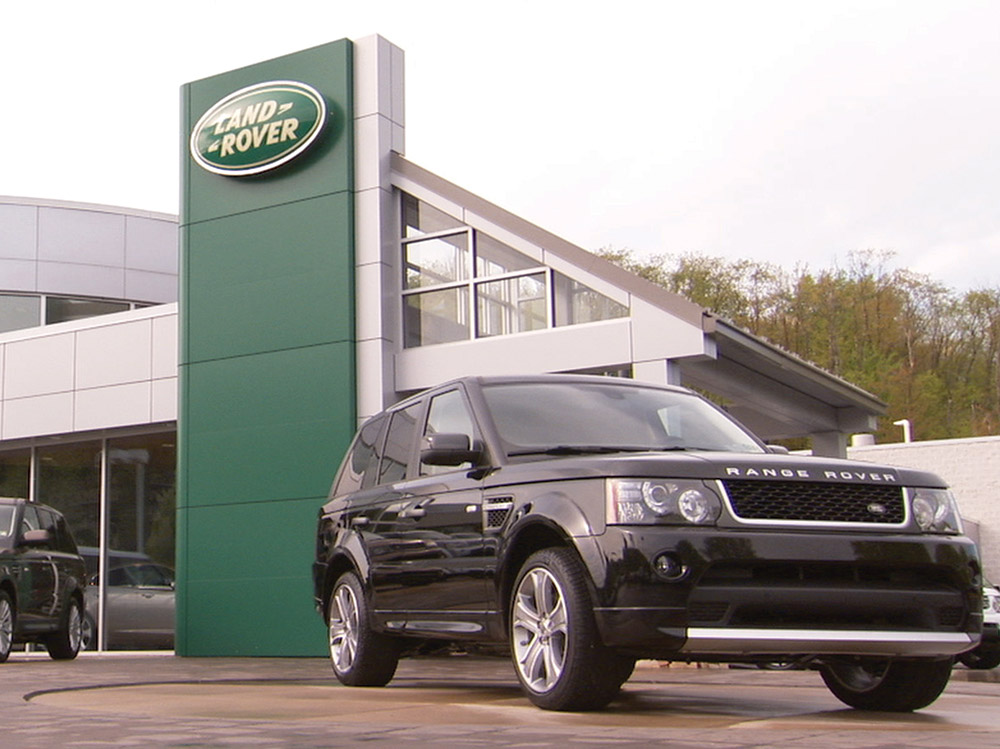 "<span class = ""time-line-date"">September</span><br>Land Rover North Hills Opens"